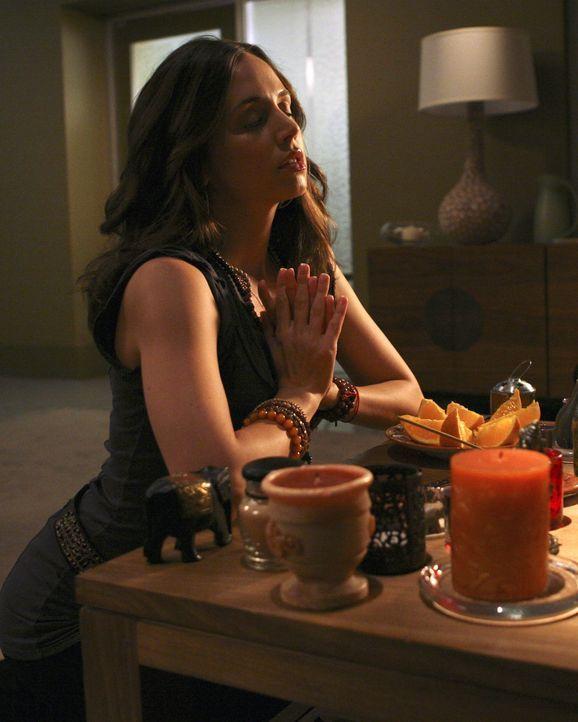 Daniel und Betty wollen das ehemalige Covergirl Cameron Ashlock (Eliza Dushku) für die aus dem Boden gestampfte neue MODE-Ausgabe gewinnen ... - Bildquelle: Buena Vista International Television