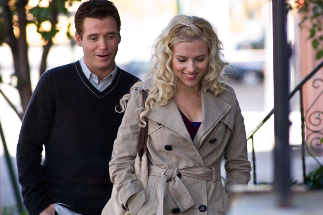 Anna (Scarlett Johansson, r.) kann sich nicht entscheiden zwischen dem attraktiven verheirateten Ben und dem einfach gestrickten Langweiler Conor (K... - Bildquelle: Warner Brother