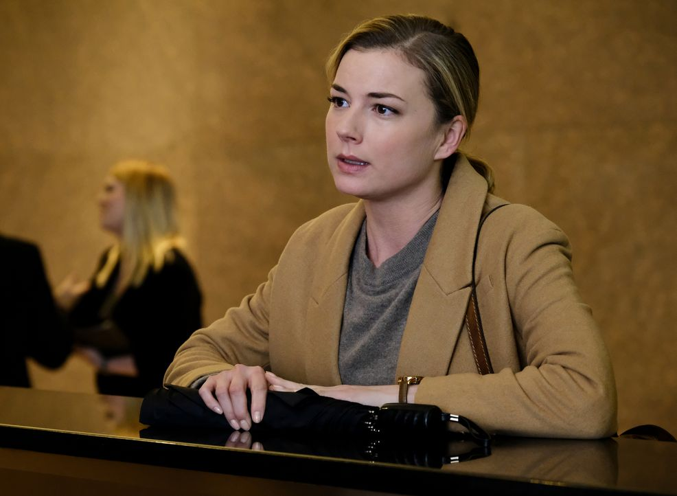 Bringt sich Nic (Emily VanCamp) durch ihre Nachforschungen in Gefahr? - Bildquelle: 2018 Fox and its related entities. All rights reserved.