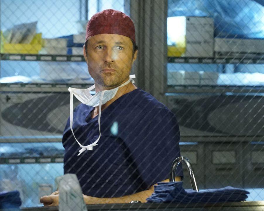 Immer im Einsatz um Leben zu retten: Nathan (Martin Henderson) ... - Bildquelle: Kelsey McNeal ABC Studios