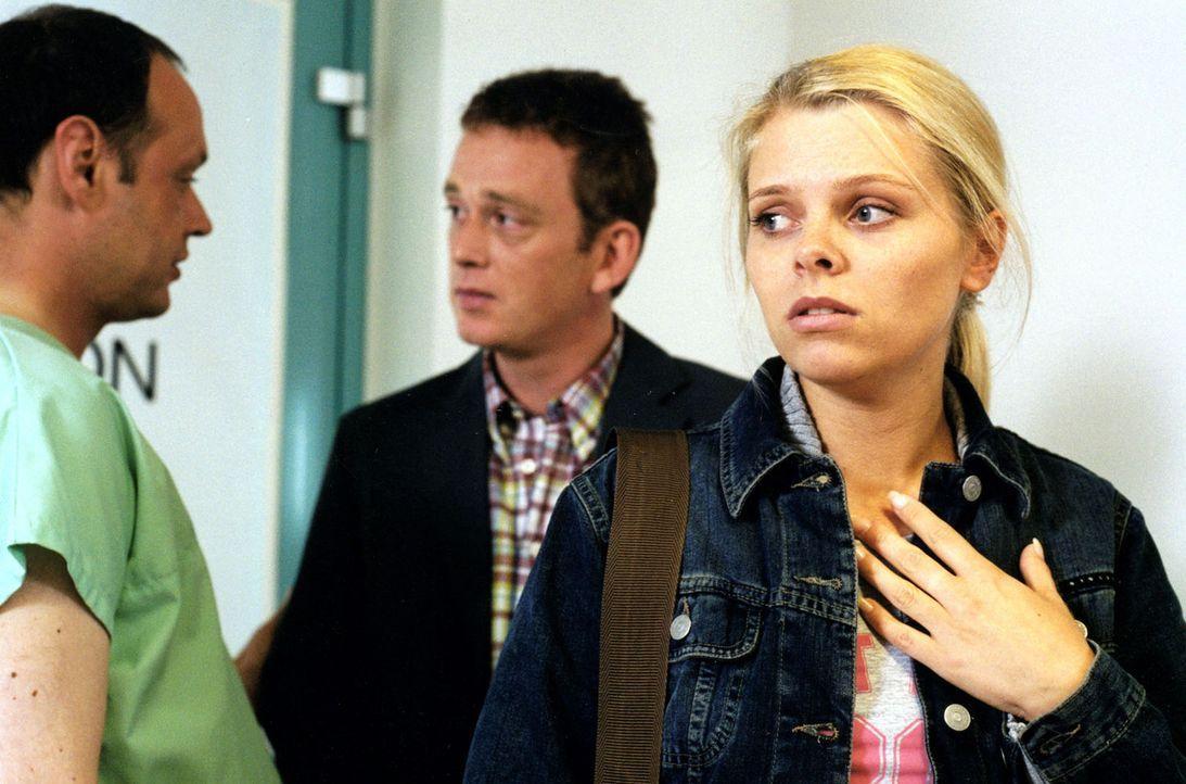 Die schwangere Natalie (Anne Sophie Briest, r.) glaubt, dass sie von dem Junkie Peter HIV-infiziert wurde. - Bildquelle: Sat.1