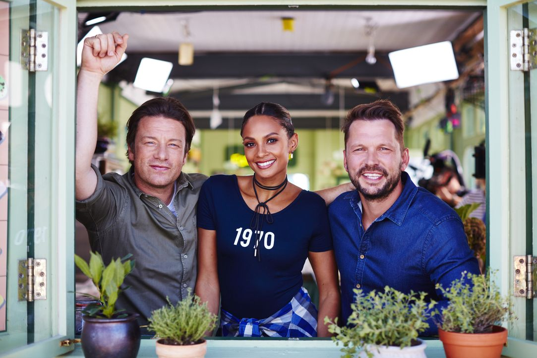 (v.l.n.r.) Jamie Oliver, Alesha Dixon, Jimmy Doherty - Bildquelle: David Loftus 2016 Jamie Oliver Enterprises Limited/ David Loftus