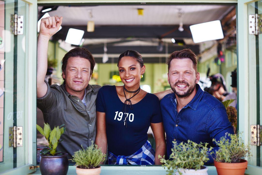 (v.l.n.r.) Jamie Oliver, Alesha Dixon, Jimmy Doherty - Bildquelle: David Loftus 2016 Jamie Oliver Enterprises Limited/ David Loftus