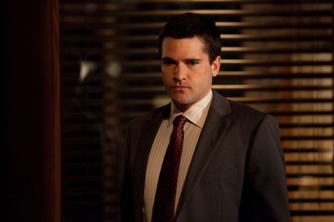 Gemeinsam mit Jane arbeitet Grayson (Jackson Hurst) an einem neuen, nicht ganz leichten Fall ... - Bildquelle: 2009 Sony Pictures Television Inc. All Rights Reserved.