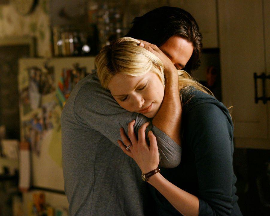 Will mit ihrem Verlobten Ray (Warren Christie, l.) einen neuen Lebensabschnitt beginnen: Hannah (Laura Prepon, r.)... - Bildquelle: ABC Studios