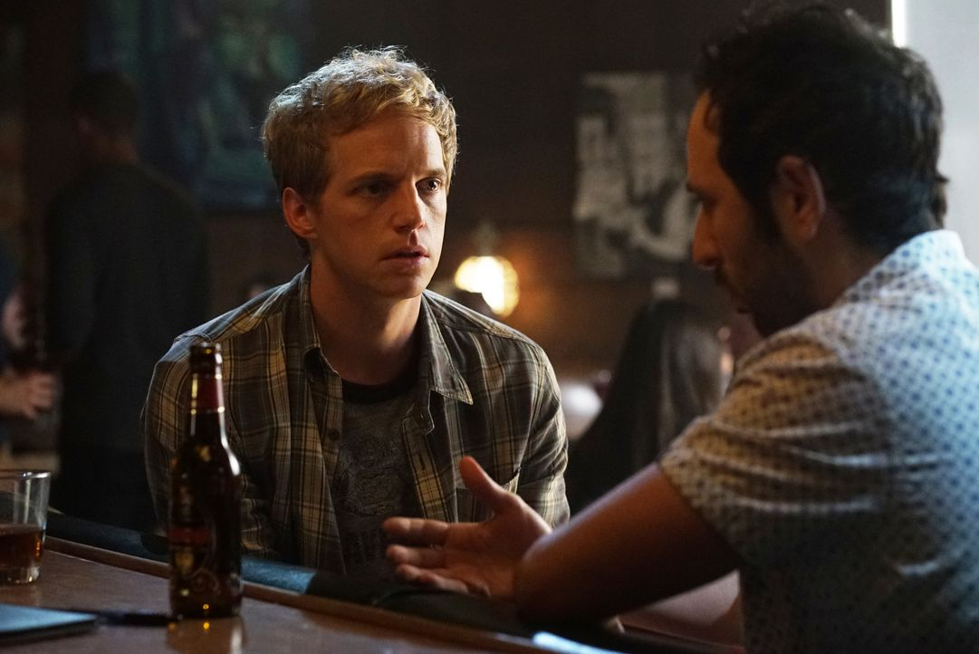 Jimmy (Chris Geere, l.) bekommt die Chance für eine seiner Lieblingsserien zu schreiben, während sich Edgar (Desmin Borges, r.) voll und ganz dem Im... - Bildquelle: 2015 Fox and its related entities.  All rights reserved.
