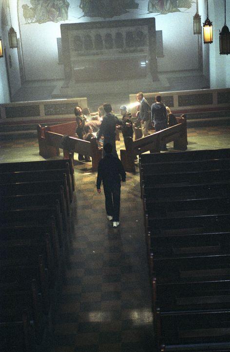 """Die Mitglieder des """"Liar's Clubs"""" treffen sich regelmäßig in einer alten Kapelle, um dort im Geheimen neue Intrigen zu spinnen ... - Bildquelle: Square One Entertainment"""