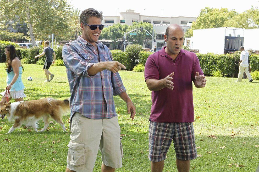Haben Jules auf einer Parkbank entdeckt: Bobby (Brian Van Holt, l.) und Andy (Ian Gomez, r.) ... - Bildquelle: 2010 ABC INC.