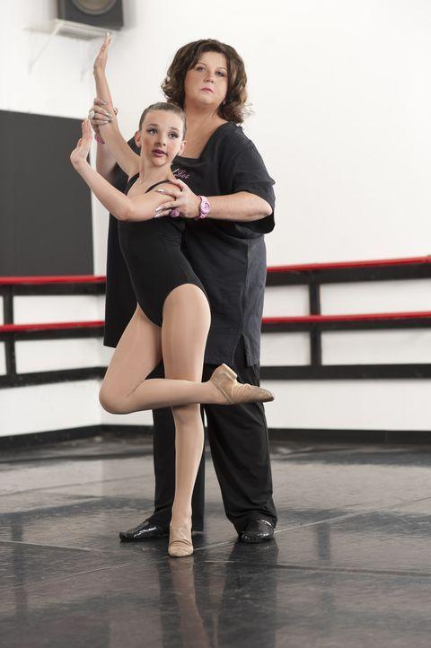 Hat Abby (hinten) schöne oder schreckliche Erinnerungen an die Zeit mit Kendall (vorne)? - Bildquelle: Scott Gries 2012 A+E Networks