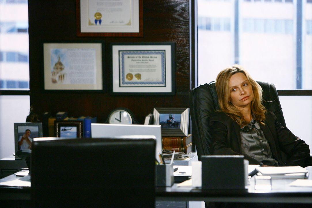 Übernimmt als Vertretung für Kevin wieder ihren alten Job: Kitty (Calista Flockhart) ... - Bildquelle: 2008 ABC INC.