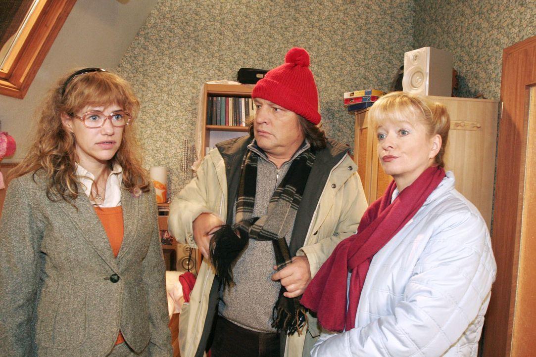 Helga (Ulrike Mai, r.) und Bernd (Volker Herold, M.) sind enttäuscht: Lisa (Alexandra Neldel, l.) möchte nicht mit ihnen spazieren gehen. Sie möchte... - Bildquelle: Noreen Flynn SAT.1 / Noreen Flynn