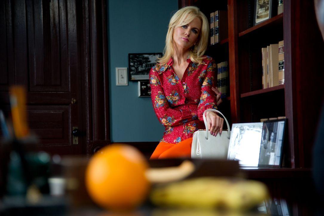Die überaus attraktive Charlotte Bless (Nicole Kidman) versorgt die Journalisten mit Informationen über ihren gefangenen Liebhaber. Doch unglücklich... - Bildquelle: 2012 PAPERBOY PRODUCTIONS, INC.