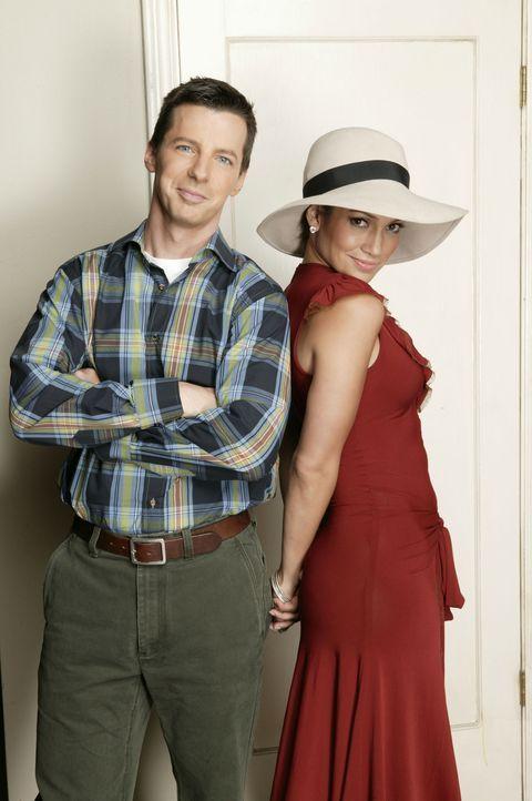 Jennifer Lopez (Jennifer Lopez, r.) besorgt Jack (Sean Hayes, l.) einen neuen Job ... - Bildquelle: Chris Haston 2003 NBC, Inc. All rights reserved.