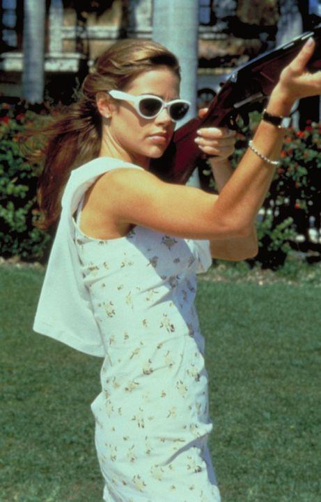 Als die gewiefte Kelly (Denise Richards) den Plan schmiedet, ahnt sie jedoch nicht, dass sie nicht die Einzige ist, die einen Alleingang plant ... - Bildquelle: Columbia Tri-Star