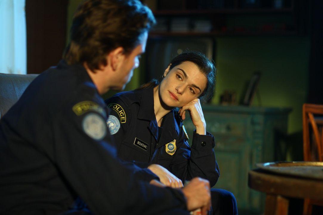 Kathryn (Rachel Weisz, r.) muss schon bald erfahren, dass sie nur einem vertrauen darf: ihrem Kollegen Jan Van Der Velde (Nikolaj Lie Kaas, l.) ... - Bildquelle: 2010 Whistleblower (Gen One) Canada Inc. and Barry Films GmbH