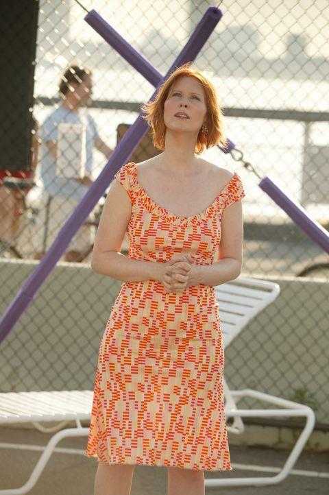 Miranda (Cynthia Nixon) kann nicht glauben, dass Turnen in großer Höhe zu einem Traummann verhilft ... - Bildquelle: Paramount Pictures