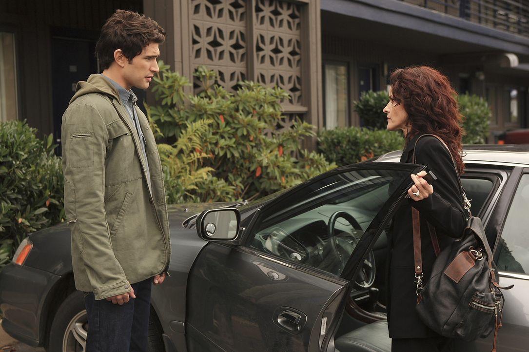 Um Jessi zu helfen, sucht Kyle (Matt Dallas, l.) ihre Mutter Sarah (Ally Sheedy, r.) auf ... - Bildquelle: TOUCHSTONE TELEVISION