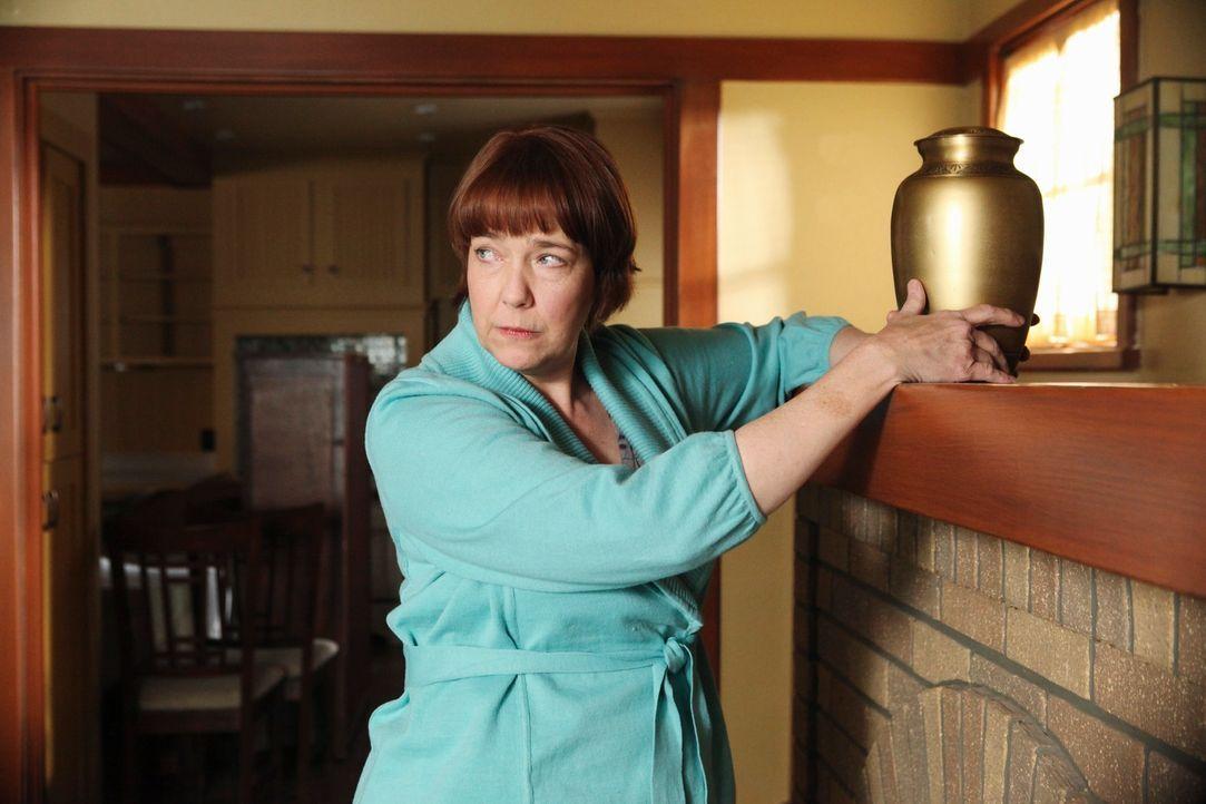 Felicia (Harriet Sansom Harris) zieht in eins von Pauls Häusern, da es auf Beths Namen läuft und sie es somit geerbt hat. Doch noch viel mehr regt P... - Bildquelle: ABC Studios