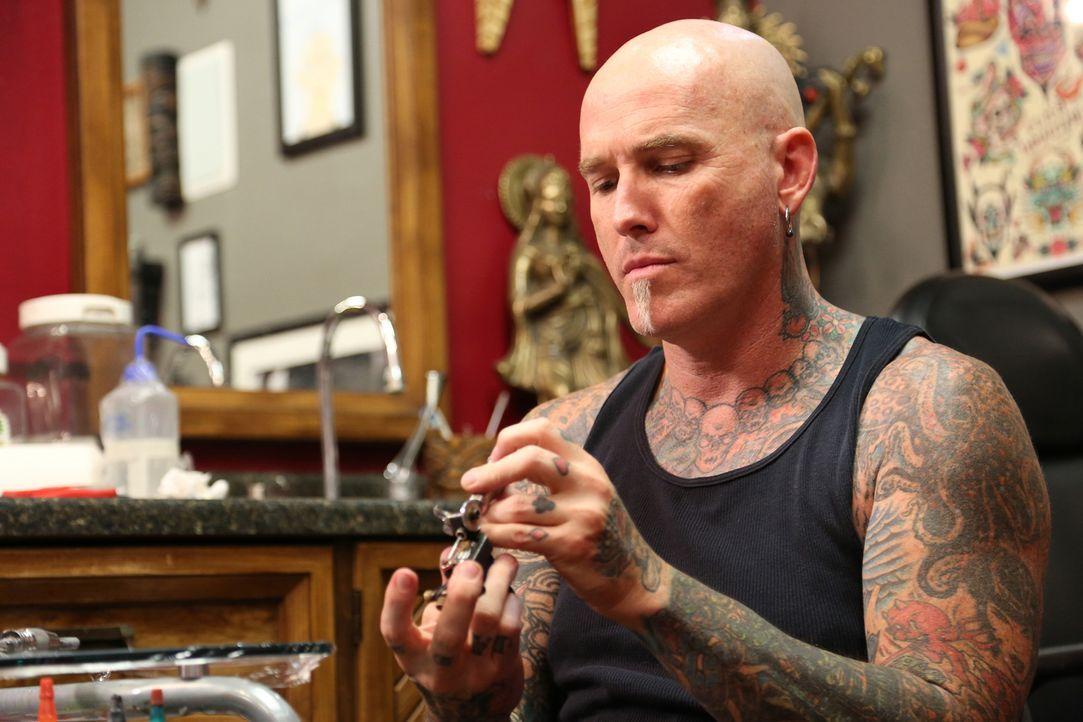 Begegnet in Las Vegas so einigen schlechten Entscheidungen und noch schlechteren Tattoos: Profi-Tätowierer Dirk ... - Bildquelle: 2013 A+E Networks, LLC
