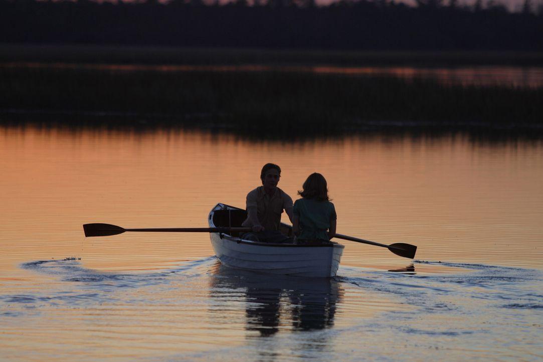 Erleben den Sommer ihres Lebens: Noah (Ryan Gosling, l.) und Allie (Rachel McAdams, r.) ... - Bildquelle: Warner Brothers International Television