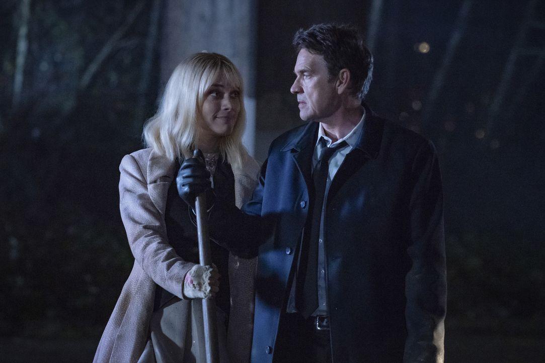 Alice (Rachel Skarsten, l.); Jacob Kane (Scott Dougray, r.) - Bildquelle: 2020 The CW Network, LLC. All rights reserved.