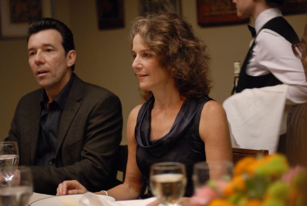 Abby (Rosemarie DeWitt, M.) kümmert sch um das Wohlbefinden der Gäste, Kym lässt sie jedoch links liegen ... - Bildquelle: 2008 Sony Pictures Classics Inc. All Rights Reserved.