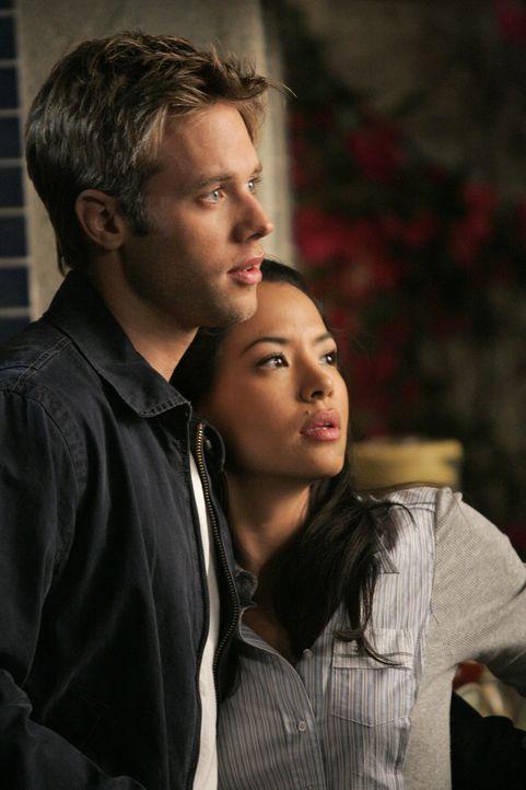 Bis jetzt konnte Lauren (Stephanie Jacobsen, r.) ihr Doppelleben vor ihrem Freund David (Shaun Sipos, l.) und ihrem gesamten Freundeskreis geheimhal... - Bildquelle: 2009 The CW Network, LLC. All rights reserved.