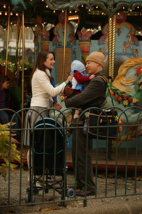 Da Miranda und Steve auf Hochzeitsreise sind, übernehmen Charlotte (Kristin Davis, l.) und Harry (Evan Handler, r.) die Betreuung von Brady (M.) ... - Bildquelle: Paramount Pictures