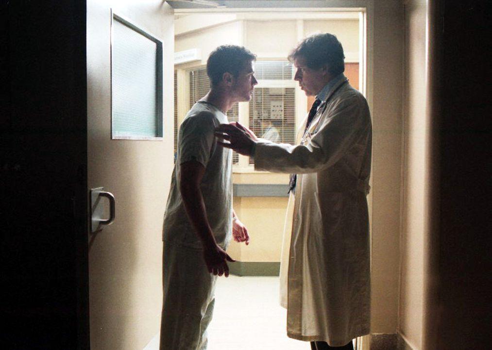 29. Juli 2002: Simon Cable (Ryan Phillippe, l.), Sohn und Erbe reicher Eltern, wacht in einem Krankenhaus auf und weiß nicht, was geschehen ist. De... - Bildquelle: Miramax Films