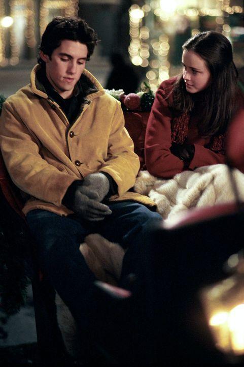 Bei einer Schlittenfahrt kommen Jess (Milo Ventimiglia, l.) und Rory (Alexis Bledel, r.) ins Gespräch und verstehen sich eigentlich ganz gut - das b... - Bildquelle: 2001 Warner Bros. Entertainment, Inc.