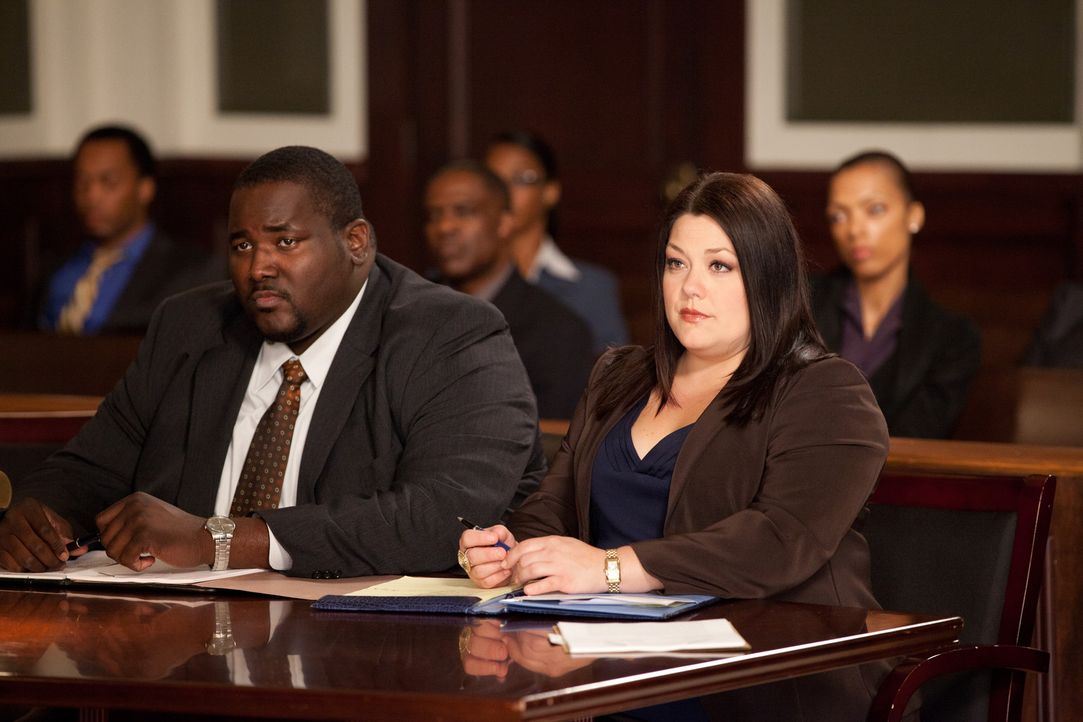 Jacob Campbell (Quinton Aaron, l.) will Gerechtigkeit für seine Verlobte und dabei soll ihm Jane (Brooke Elliott, r.) helfen ... - Bildquelle: 2011 Sony Pictures Television Inc. All Rights Reserved.v
