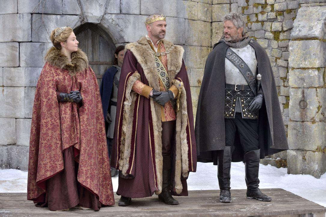 Der Herzog von Guise (Gil Darnell, r.), der Frankreich ruhmreich beim Sieg gegen die Engländer unterstützt hat, erreicht das Schloss und präsentiert... - Bildquelle: 2013 The CW Network, LLC. All rights reserved.