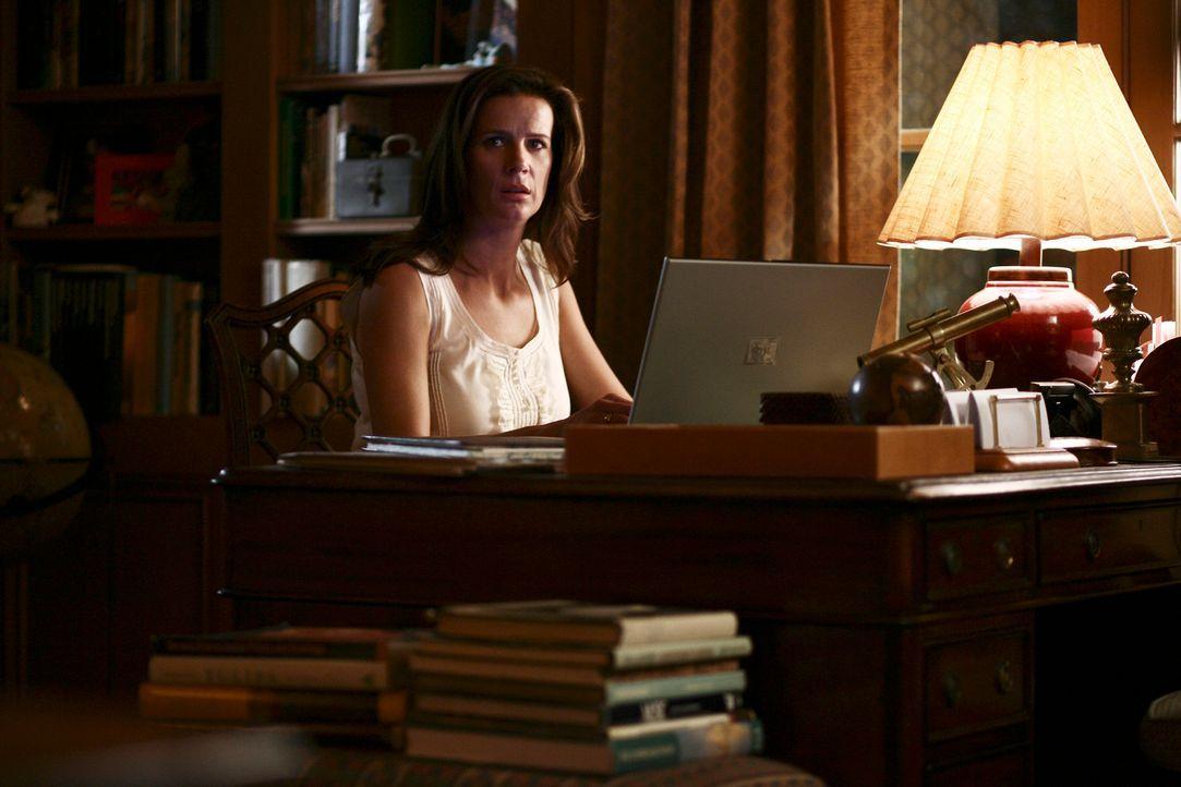 Nachdem das Wiedersehen alte Wunden aufgerissen hat, entdeckt Sarah (Rachel Griffiths) anhand der Buchhaltung, dass die Firma in Schwierigkeiten ste... - Bildquelle: Disney - ABC International Television