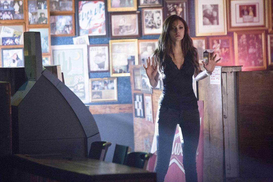 Katherine wird in die Enge getrieben... - Bildquelle: Warner Bros. Entertainment Inc.