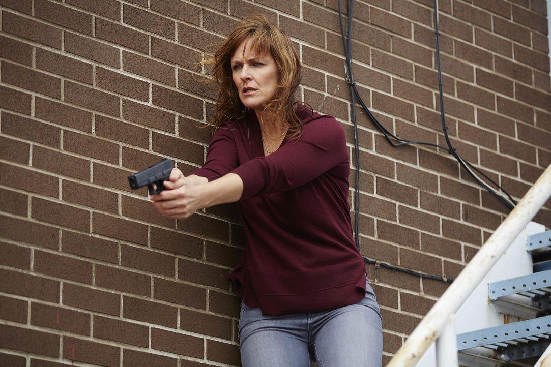 Ihr Ermittler-Gen erlaubt es Karen (Fiona Highet) nicht, sich aus den Angelegenheiten der Danvers herauszuhalten. Und das könnte ihr schließlich zum... - Bildquelle: 2016 She-Wolf Season 3 Productions Inc.