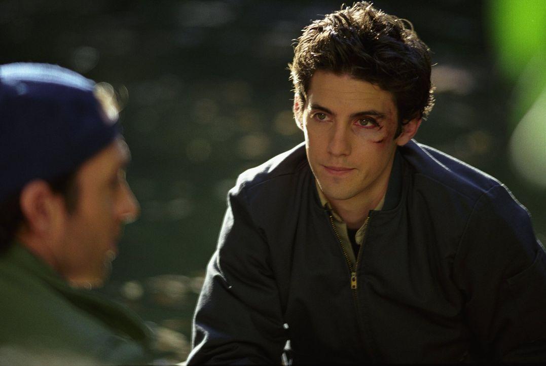 Der Gilmore-Abend bei Rorys Großeltern endet im Desaster, als Jess (Milo Ventimiglia) zu spät und mit einem Veilchen dort auftaucht. Unterdessen gla... - Bildquelle: 2002 Warner Bros.
