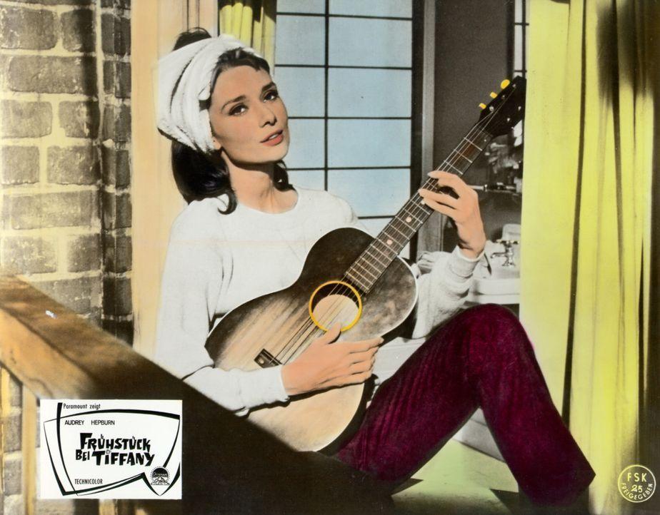 Die 18-jährige Holly (Audrey Hepburn) kommt nach New York, um sich einen Millionär zu angeln - doch dann kommt alles ganz anders ... - Bildquelle: Paramount Pictures