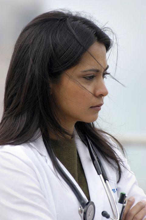 Für Neela (Parminder Nagra) bricht eine Welt zusammen, als sie erfährt, dass Michael während eines Einsatzes im Irak getötet wurde ... - Bildquelle: Warner Bros. Television