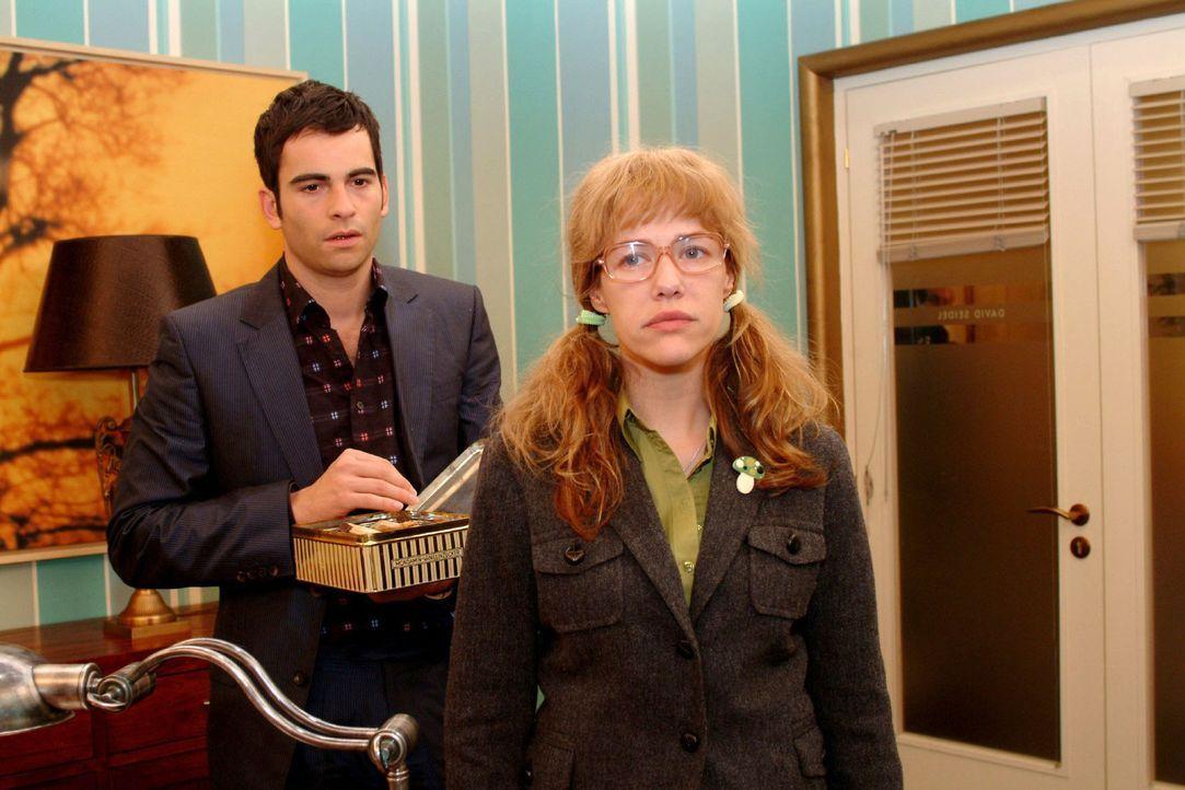 Lisa (Alexandra Neldel, r.) ist bestürzt über Davids (Mathis Künzler, l.) Reaktion auf ihr Liebesgeständnis ... (Dieses Foto von Alexandra Nelde... - Bildquelle: Monika Schürle Sat.1
