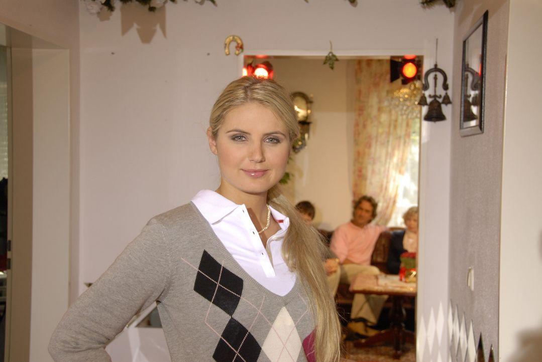 Beate, die Studentin der Geoinformatik, möchte mit ihrem Outfit den Makler ihrer neuen Wohnung überzeugen. - Bildquelle: Walter Wehner Sat.1