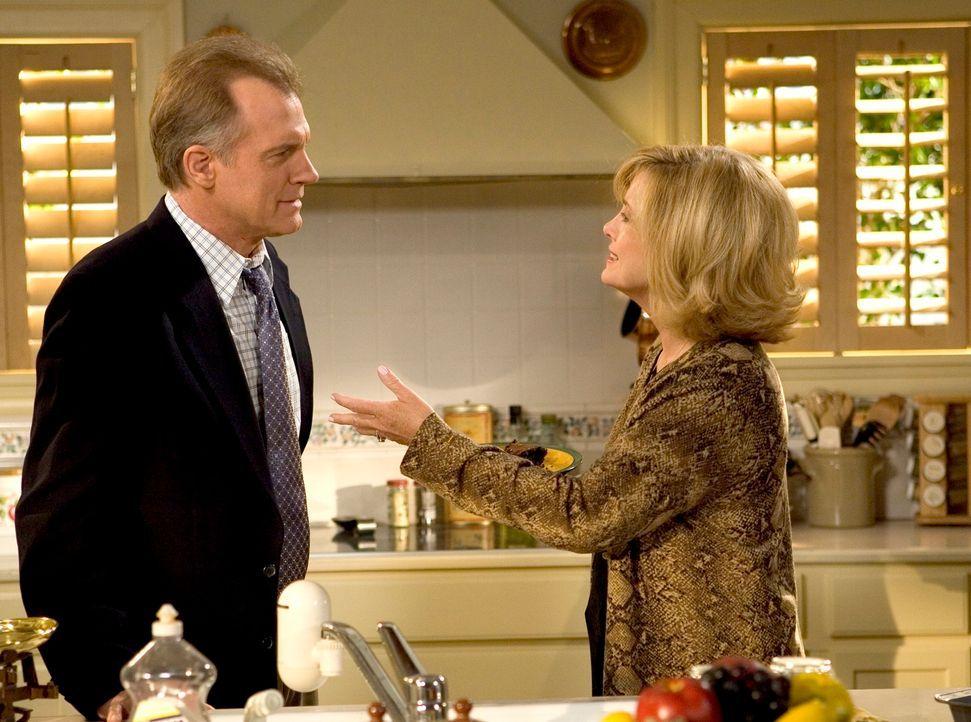 Eric (Stephen Collins, l.) erzählt Annie (Catherine Hicks, r.) von seiner seltsamen Begegnung mit der Lehrerin seiner jüngsten Söhne ... - Bildquelle: The WB Television Network
