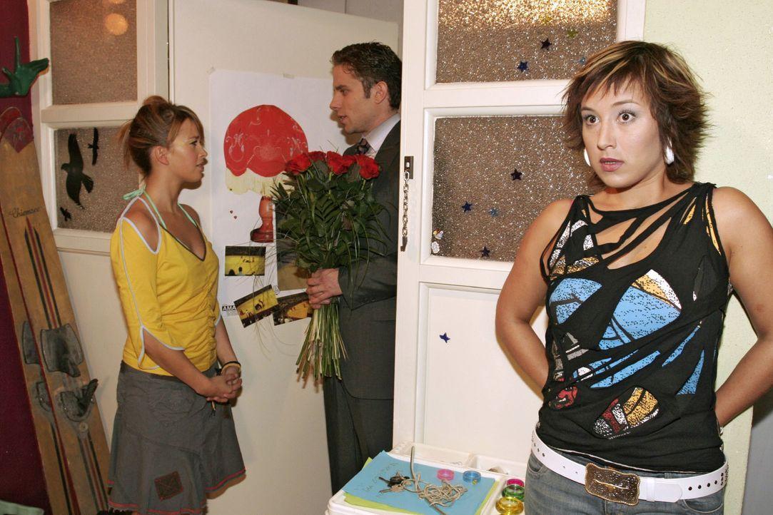Max (Alexander Sternberg, M.) glaubt, einen Weg gefunden zu haben, wie er Yvonne (Bärbel Schleker, r.) von seiner Liebe zu ihr überzeugen kann. Doch... - Bildquelle: Noreen Flynn SAT.1 / Noreen Flynn