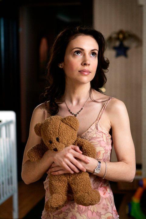 Phoebe (Alyssa Milano) findet es empörend, dass sie ihr die Ältesten einen Cupido geschickt haben, damit er ihr hilft, die wahre Liebe zu finden ... - Bildquelle: Paramount Pictures