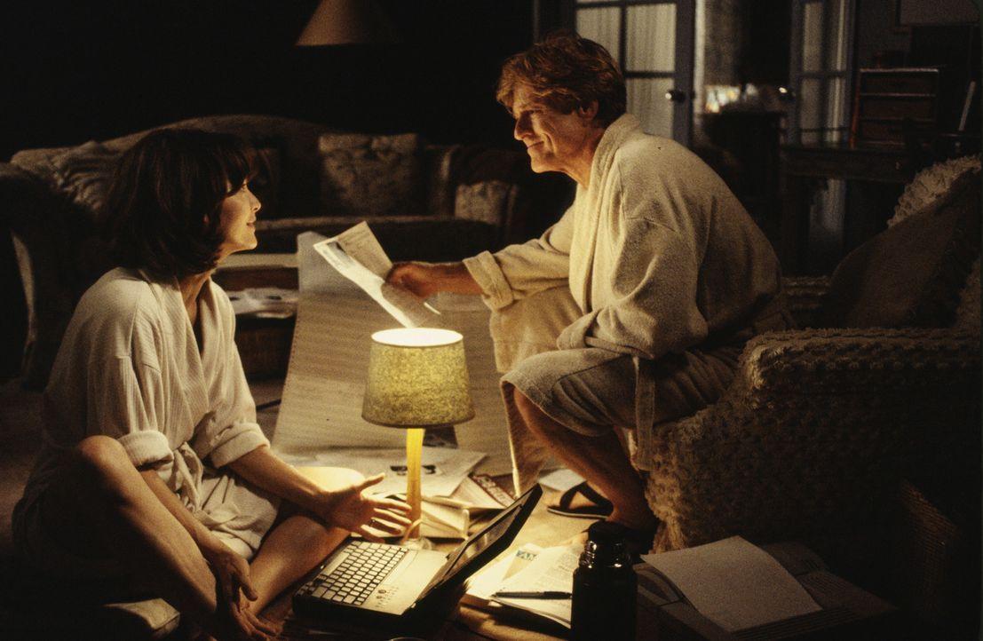 Sally Atwater (Michelle Pfeiffer, l.) will unbedingt Nachrichtensprecherin werden. Eines Tages wird sie Assistentin von Warren Justice (Robert Redfo... - Bildquelle: Buena Vista Pictures