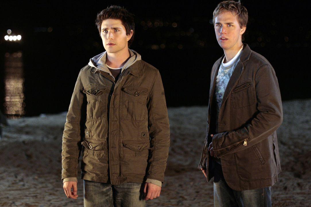 Declan (Chris Olivero, r.) will um jeden Preis herausfinden, welches Geheimnis Kyle (Matt Dallas, l.) vor ihm verbirgt ... - Bildquelle: TOUCHSTONE TELEVISION