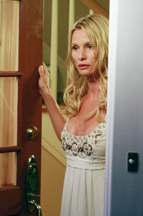 Edie (Nicolette Sheridan) beklagt sich bei ihrem Mann Dave, dass Mrs. McCluskey sie beleidigt hat. Als Mrs. McCluskey sich weigert, sich zu entschul... - Bildquelle: ABC Studios