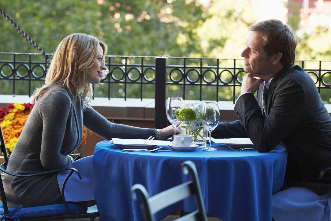 Genießen ihre Zweisamkeit - doch was wird Megan dazu sagen? Todd (Jeffrey Nordling, r.) und Kate (Jeri Ryan, l.) ... - Bildquelle: ABC Studios