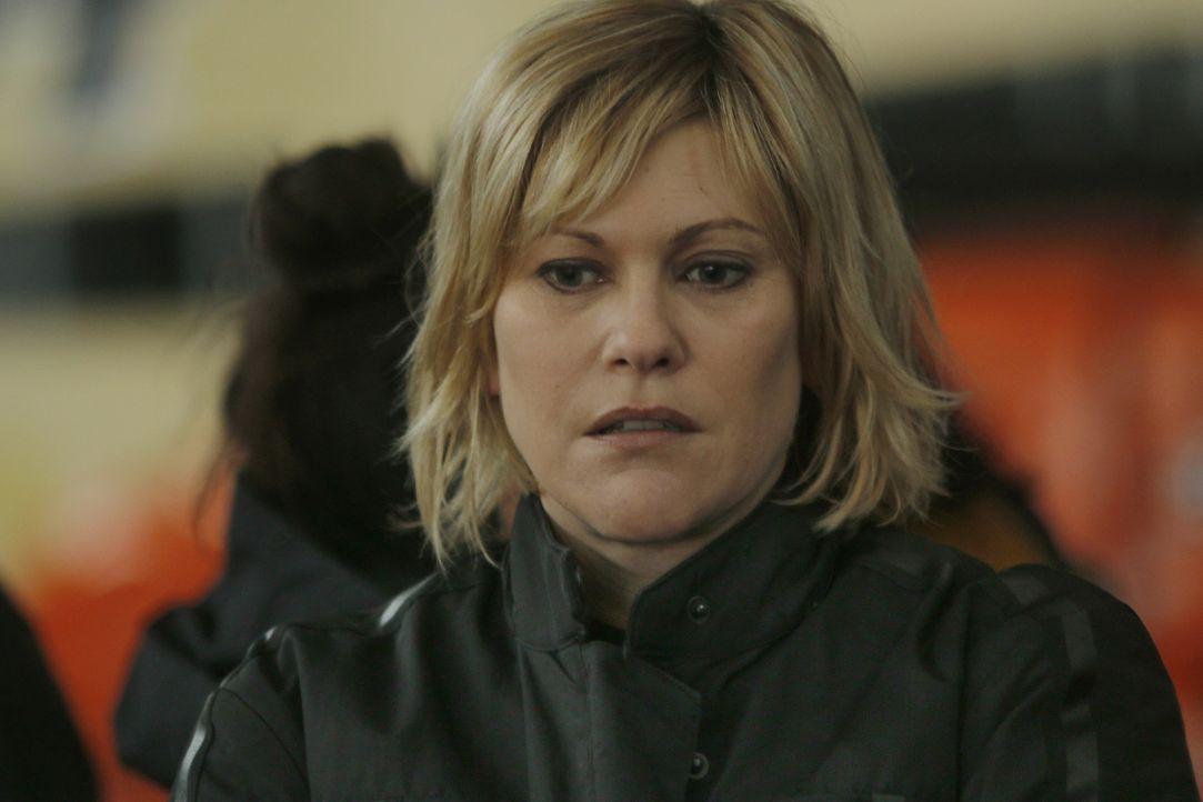 Freds (Vanessa Valence) Schwester sorgt mit einer unerwarteten Offenbarung für Unruhen zwischen Fred und Hyppolite ... - Bildquelle: 2014 BEAUBOURG AUDIOVISUEL