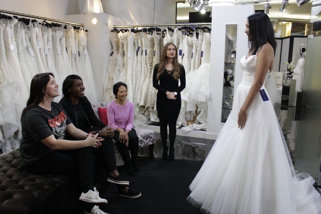 Braut Rebecca betritt den Salon mit einer genauen Vorstellung ihres Kleides,... - Bildquelle: TLC & Discovery Communications