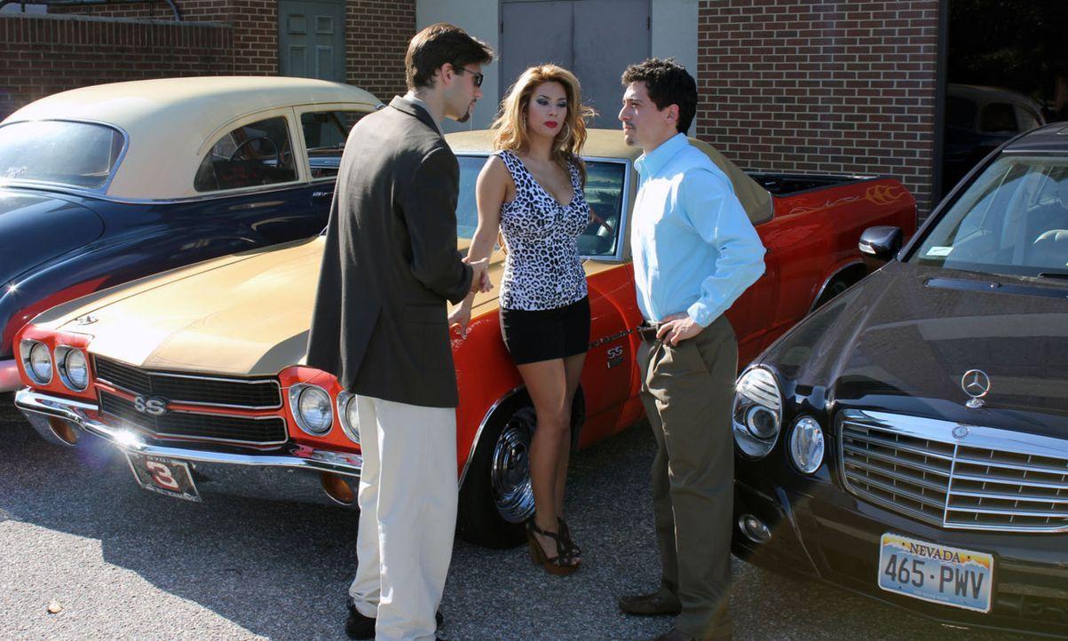 Noch glauben Robert Trease (l.) und Karen Richards (M.) bei Paul Edenson (r.) gutes Geld machen zu können ... - Bildquelle: M2 Pictures